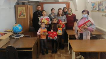 Акция «Согреем детские сердца» наприходе Успенского кафедрального собора г.Коломны